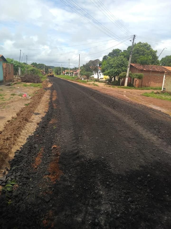 Prefeito Junior Carvalho intensifica serviço de Pavimentação em Demerval Lobão