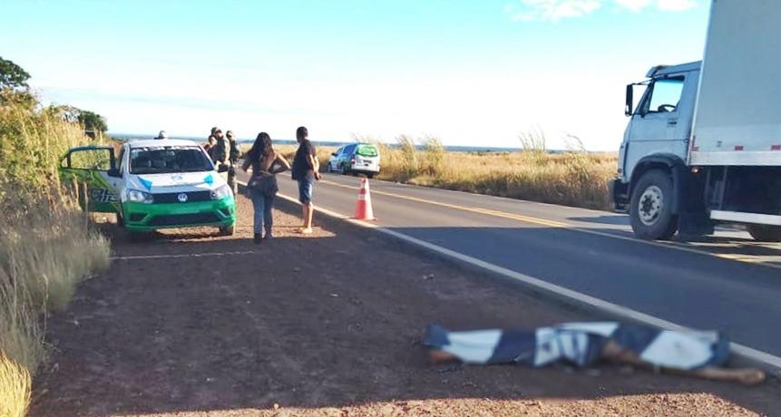 Homem morre em acidente e amigo é executado ao pedir ajuda em rodovia