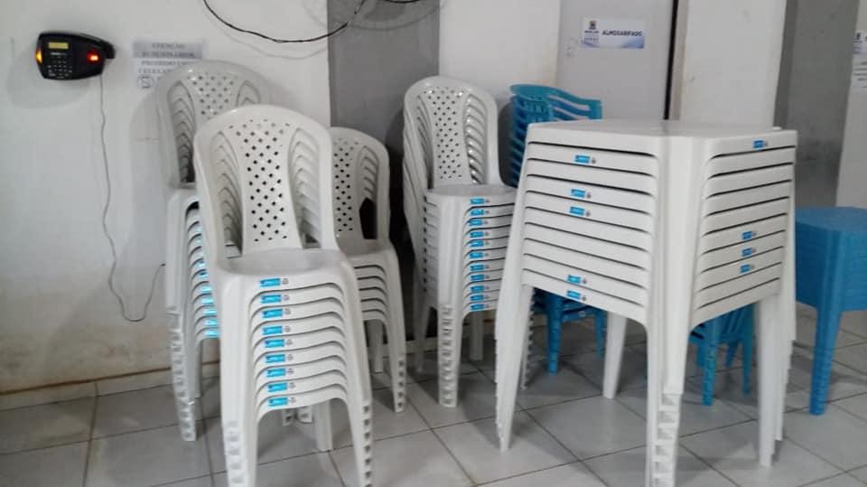 Prefeitura de Miguel Leão adquire cadeiras e mesas para SCFV