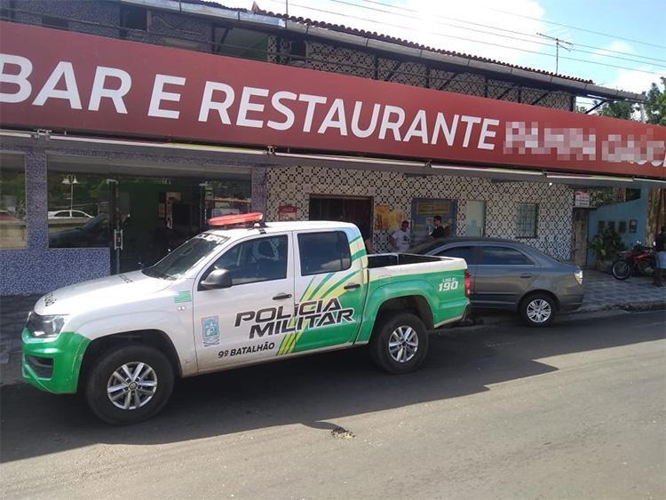 Criminosos fazem empresária refém e assalta restaurante em Teresina