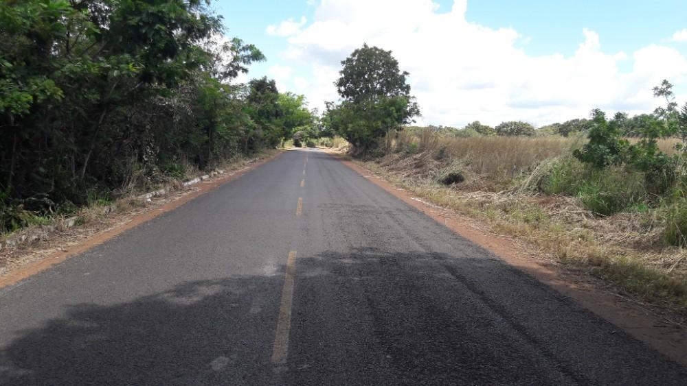 Empresário Gordo manda roçar a estrada que Liga Estaca Zero a Buraco D'água