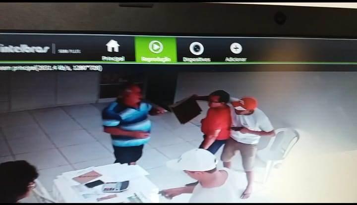 Criminosos assaltam polpa de frutas de ex-prefeito de Água Branca e levam mais de R$ 5.000