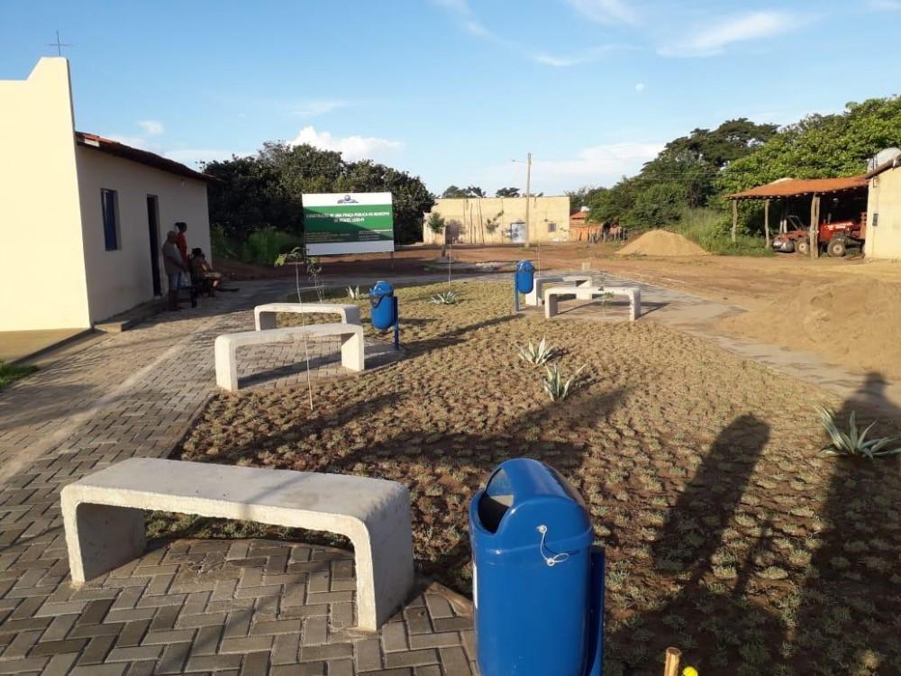 Prefeito Robertinho Termina Obra de Ampliação da Praça no Assentamento Faveiral