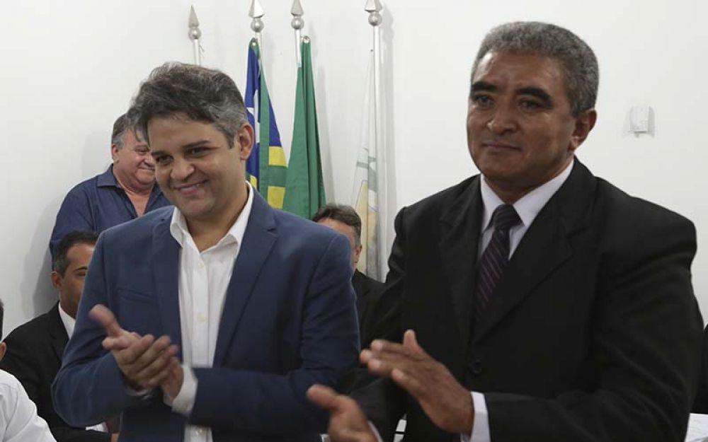Juiz absolve prefeito Robertinho de acusação de abuso de poder