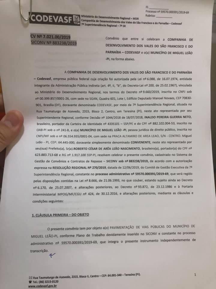 Prefeito Robertinho Assina Convênio para Pavimentação Asfáltica em Miguel Leão