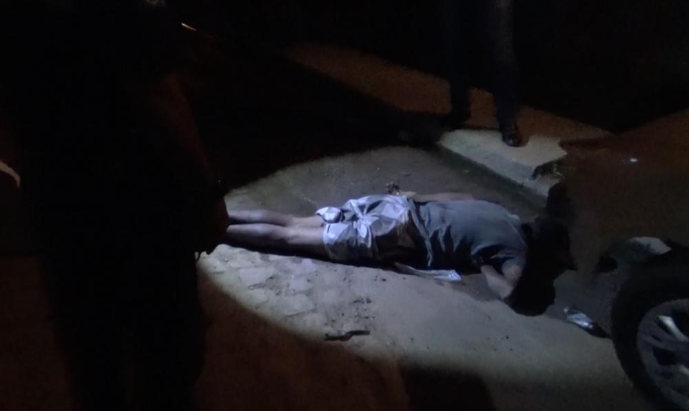 Homem é executado a tiros na frente da mãe na zona Norte de Teresina