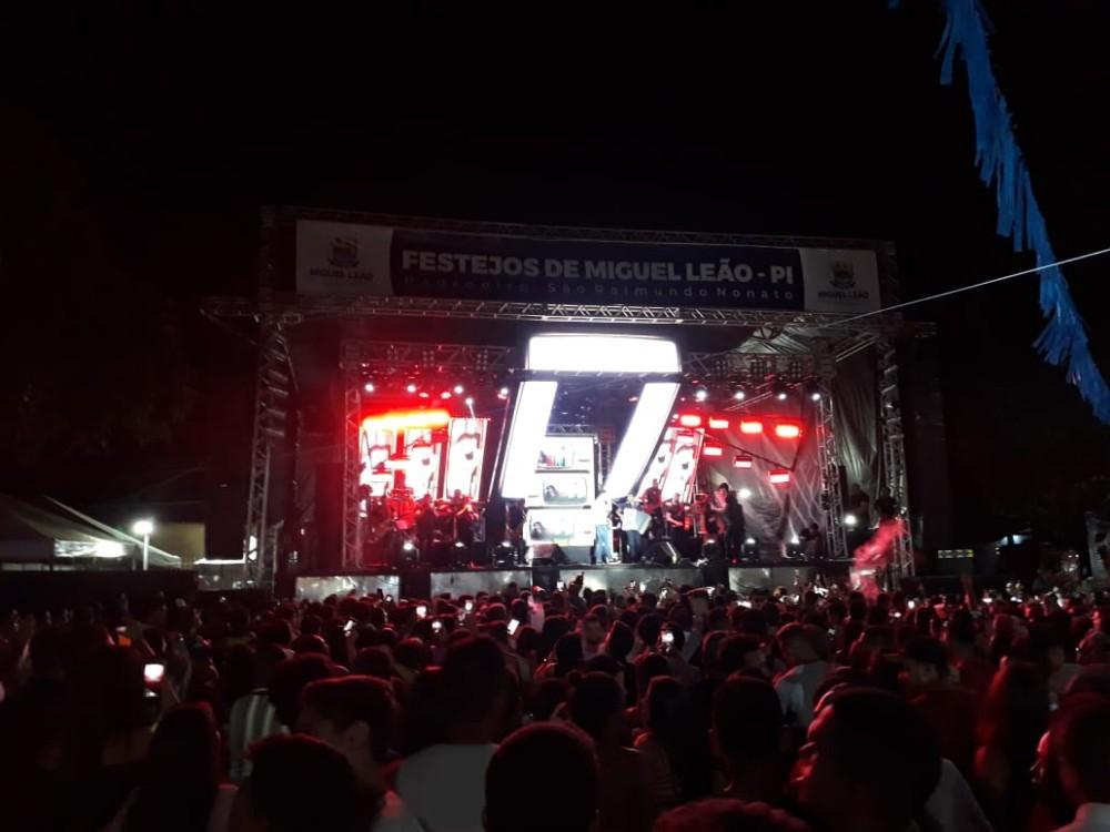Shows em Praça Publica em Miguel Leão Reuni grande Multidão