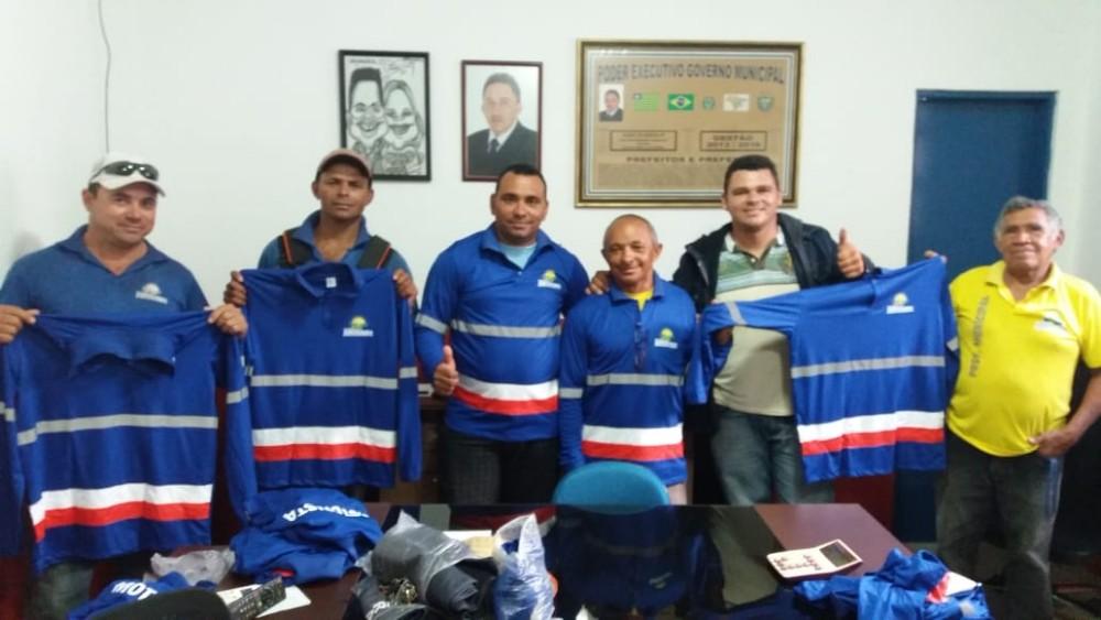 Prefeitura de Agricolândia entrega novo uniforme para funcionários