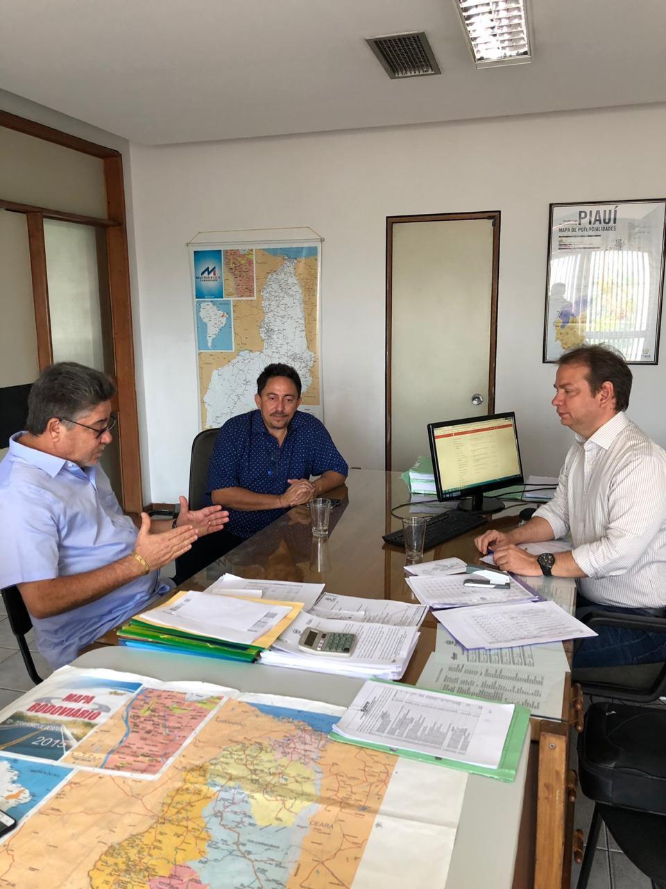 Prefeito Walter Alencar e Dep. João Madison em reunião no DER-Pi para Conclusão do Asfalto de Lagoinha