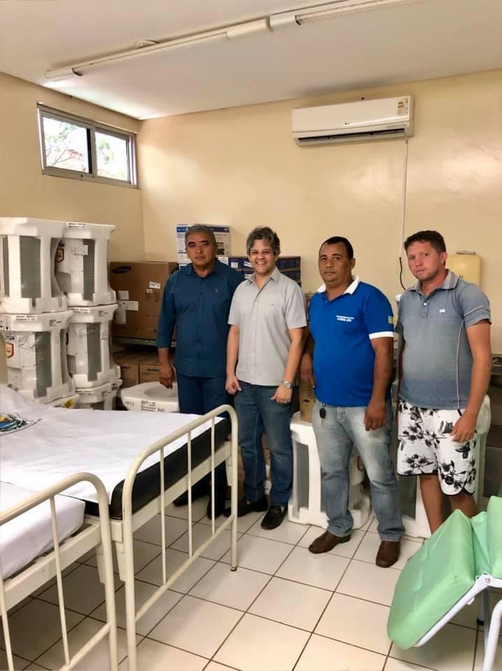 Prefeito Robertinho entrega equipamentos para Secretaria de Saúde do Município