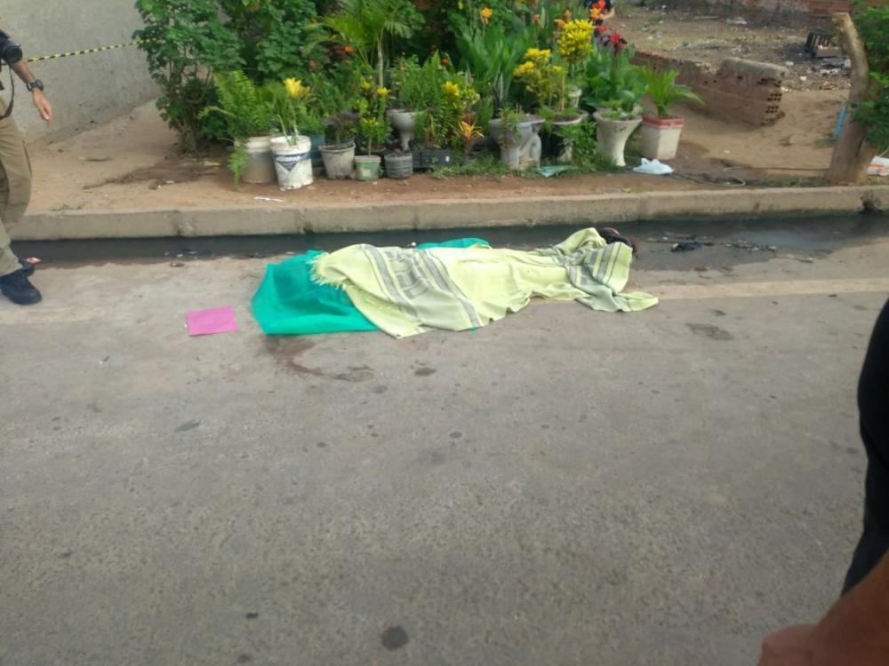 Suspeito de assalto é assassinado com seis facadas na zona Norte de Teresina