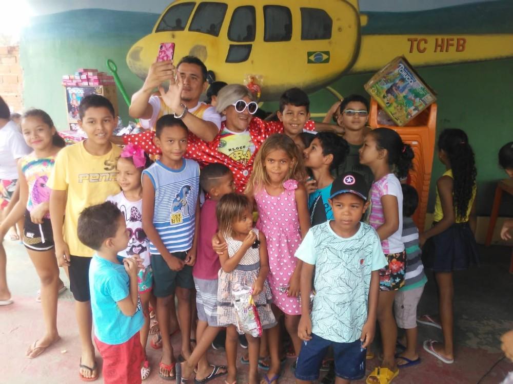 Vejam as fotos da Festa das crianças organizada pelo grupo Mãos que Doam