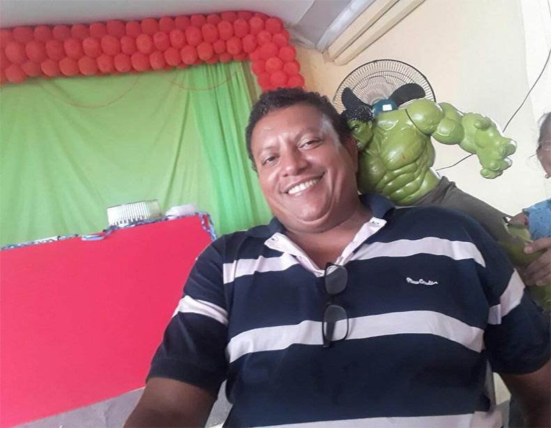 Vendedor morre após ser colocado em porta mala durante assalto
