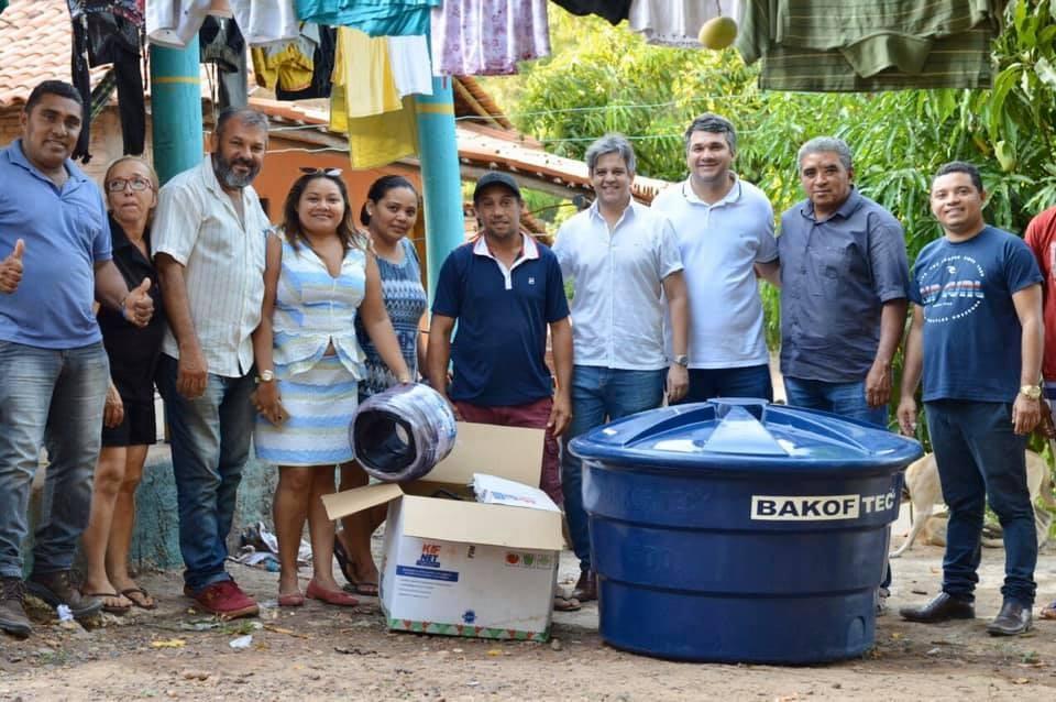 Prefeito Robertinho entrega Kits de Irrigação para Produtores de Miguel Leão