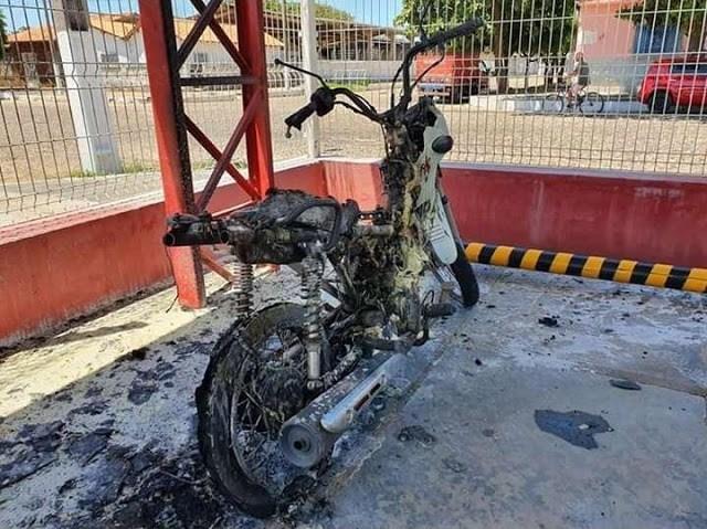 Mulher ateia fogo em motocicleta de ex-marido em supermercado do Piauí