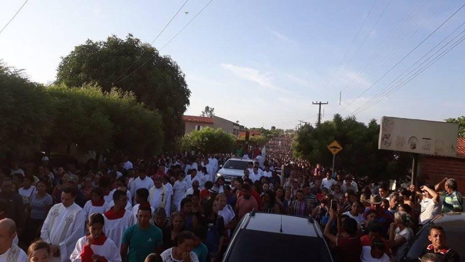 Multidão de Fies participaram do encontro dos Santos em Santa Cruz dos Milagres