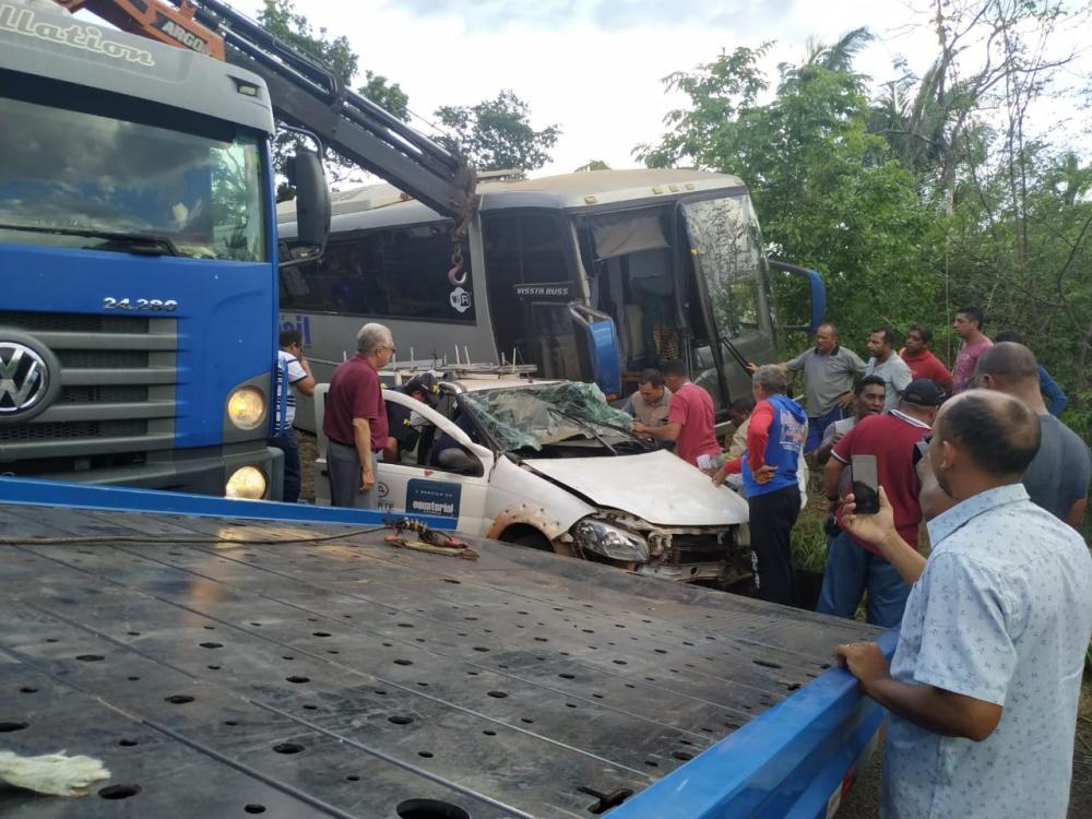 Veículo da Equatorial se envolve em acidente com ônibus de turismo próximo à Estaca Zero