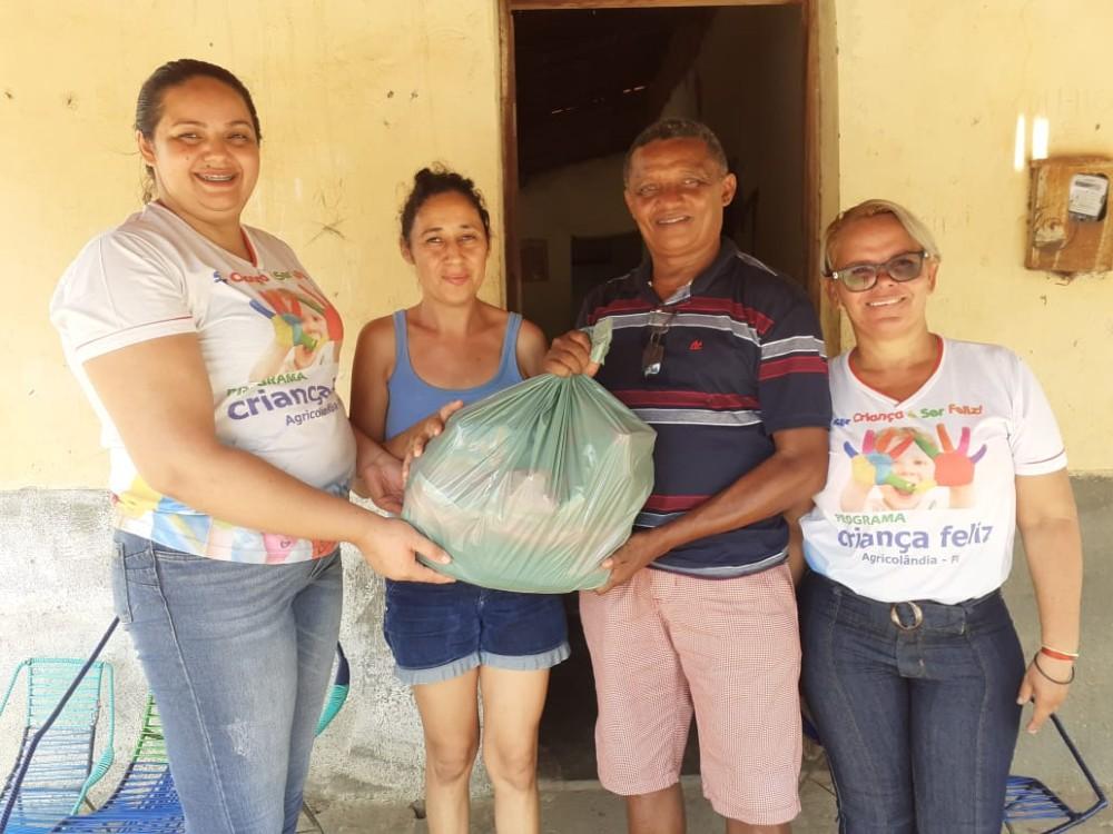 Prefeitura de Agricolândia fez entrega de cestas básicas para famílias que fazem parte do programa Criança feliz