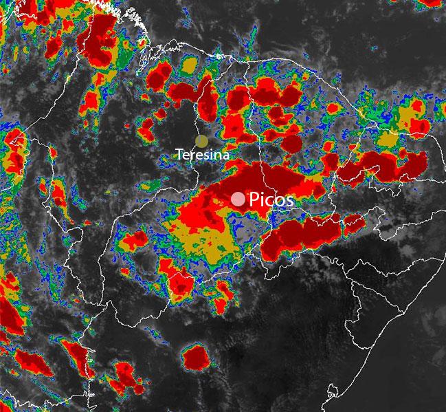 Temporal alaga 10 bairros de Picos e interdita a BR-316