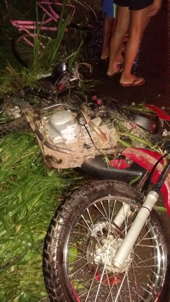 Motocicleta bate em caminhonete e mata três pessoas na BR-135 no MA