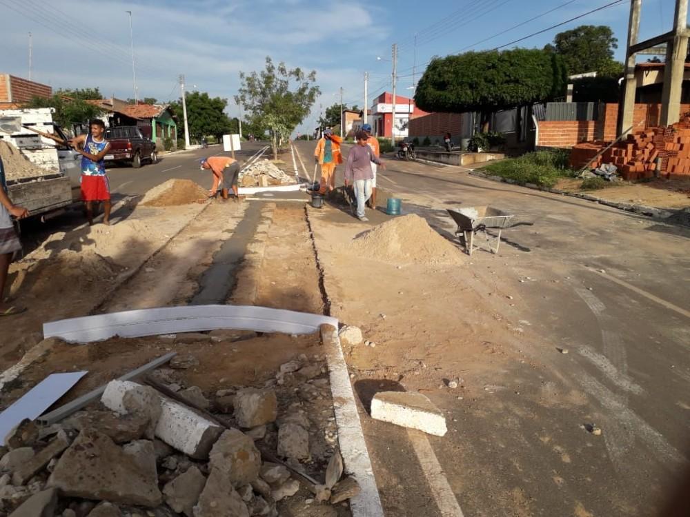 Prefeitura de Curralinhos realiza Obra de Retornos de Avenida no centro da Cidade