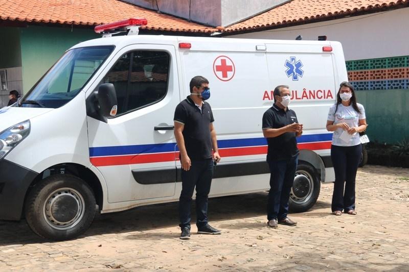Água Branca recebe nova ambulância para ajudar no combate à Covid-19