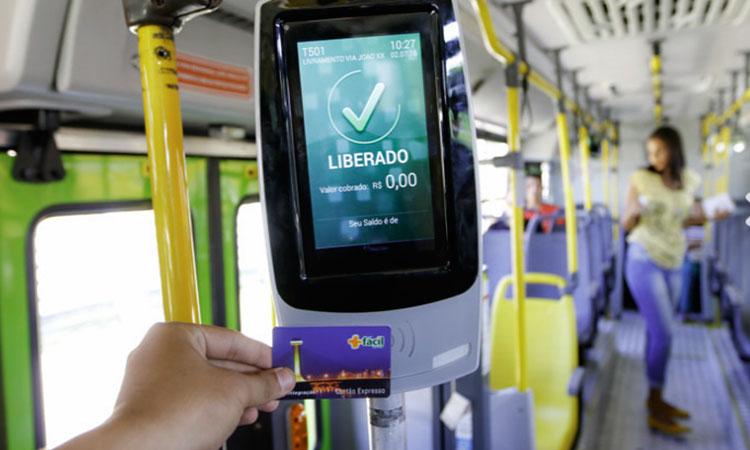 Com reforço de 30 vans, transporte coletivo só vai aceitar bilhete eletrônico