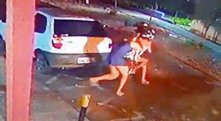 Menor acusada de assalto é apreendida após ser derrubada de moto