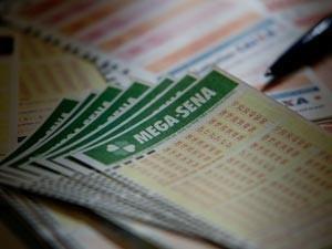 Mega-Sena pode pagar R$ 3 milhões neste sábado (Foto: Raul Zito/G1)