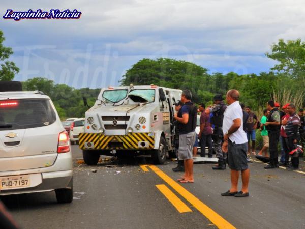 Explosão carro Forte na BR 343 em Estaca Zero Próximo a Cidade de Lagoinha do Piauí